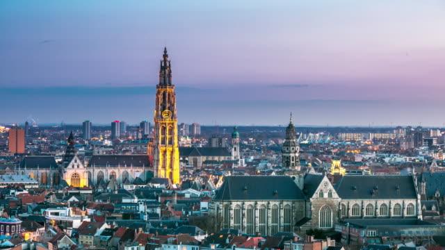 4 k time-lapse : veduta aerea di tramonto antica città di anversa, belgio - belgio video stock e b–roll