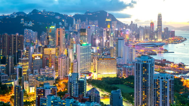 stockvideo's en b-roll-footage met hd time-lapse: aerial hong kong skyline cityscape at dusk - hongkong