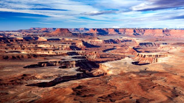 vídeos de stock e filmes b-roll de 4k timelapse aerial view of green river overlook, canyonlands national park, moab, utah, usa - vale