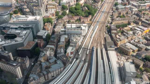 time-lapse aerial view of train arrival and departure in london england uk - tor kolejowy filmów i materiałów b-roll