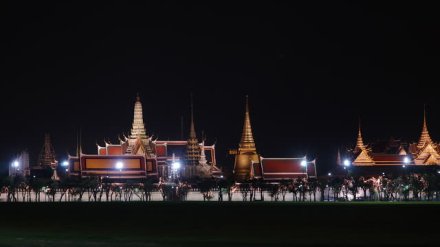 Timelapse and Zoom in: Wat Phra Kaew in night time.