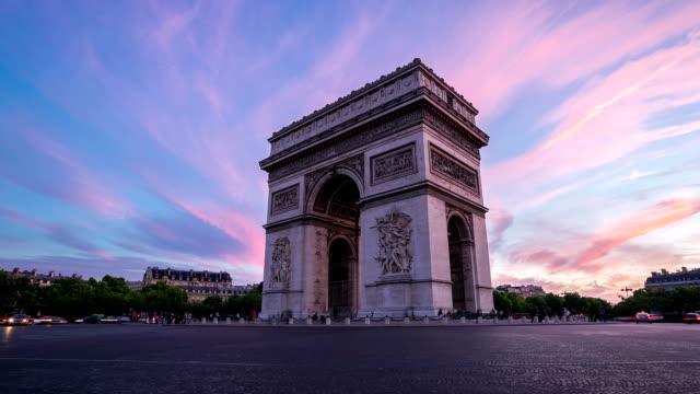 vidéos et rushes de hd timelapse:  arc de triomphe, les champs-élysées, paris, france - paris
