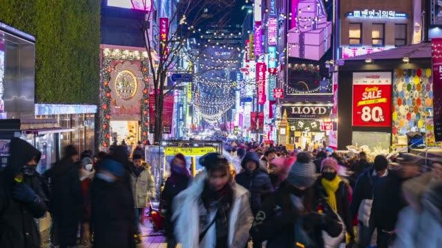 vídeos de stock e filmes b-roll de timelapse at myeong-dong market.people walking on a shopping street at night, seoul, south korea - coreia do sul