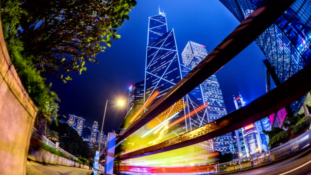timelapse bank of china in central hong kong business district at night - центральный район стоковые видео и кадры b-roll