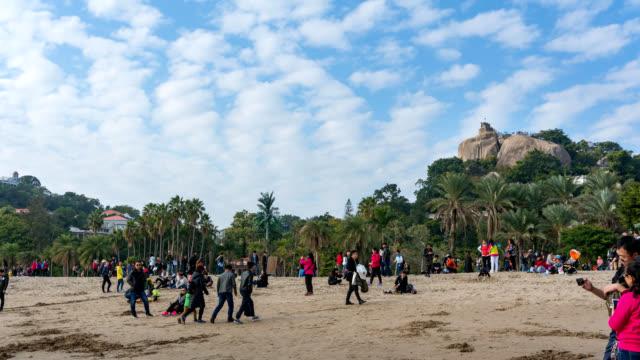 timelapse - stranden med riguangyan bakgrund, gulangyu island, xiamen, kina - xiamen bildbanksvideor och videomaterial från bakom kulisserna