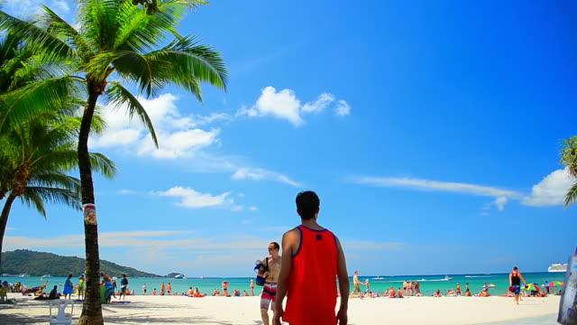 timelapse beautiful beach with blue sky and white cloud - andaman denizi stok videoları ve detay görüntü çekimi