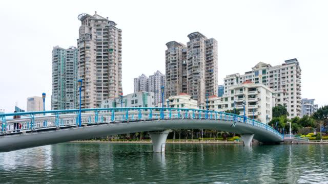 timelapse, bron vid sjön med lägenhet bakgrund på egret park - xiamen bildbanksvideor och videomaterial från bakom kulisserna