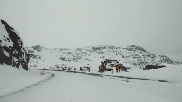 POV-Timelpass-Auto in der Arktis: Winterstraßen – Video
