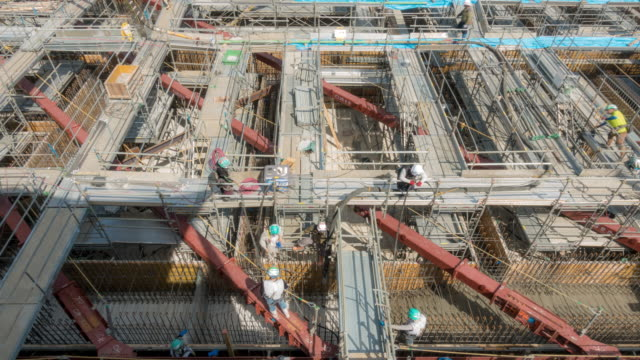 time-lapse: cement work at base of construction site in tokyo japan - intelaiatura video stock e b–roll