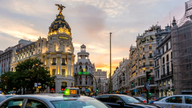 timelapse central madrid gran via at twilight time,spain - madrid video stock e b–roll