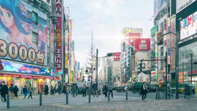 4K Time-lapse : Crowd on Shinjuku at night, Tokyo , Japan, Panning nach rechts – Video