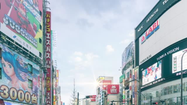 4K Time-lapse : Crowd on Shinjuku at night, Tokyo , Japan, Tilt down – Video