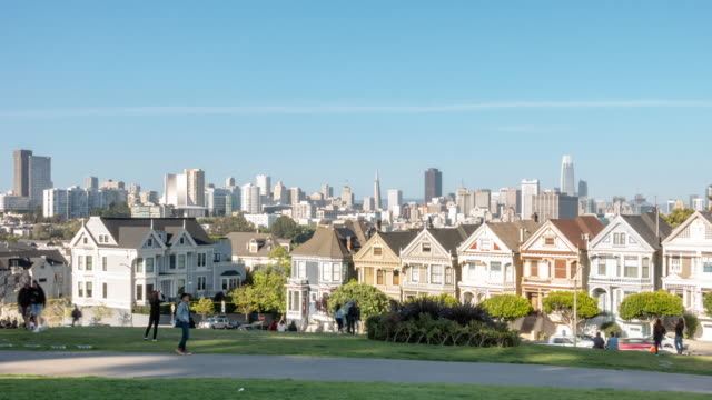 time-lapse crowd pedestrians tourist at painted ladies alamo square san francisco california usa - victorian architecture stock videos & royalty-free footage