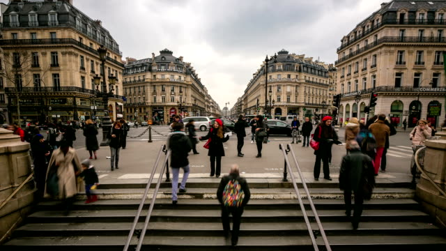 hd time-lapse: crowded pedestrian at opera paris - retail worker stock videos and b-roll footage
