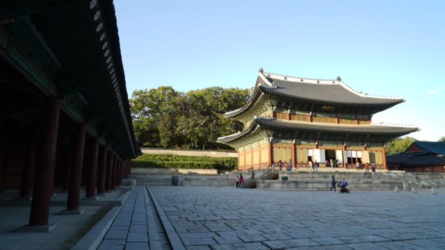 Timelapse - Crowded people in Changdeokgung Palace at Seoul city , Korea Timelapse - Crowded people in Changdeokgung Palace at Seoul city , Korea gyeongbokgung stock videos & royalty-free footage