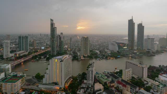 timelapse day to night of sunset scence of bangkok skyline panorama and skyscraper in bangkok city downtown at chao phraya river bangkok thailand. - fiume chao phraya video stock e b–roll