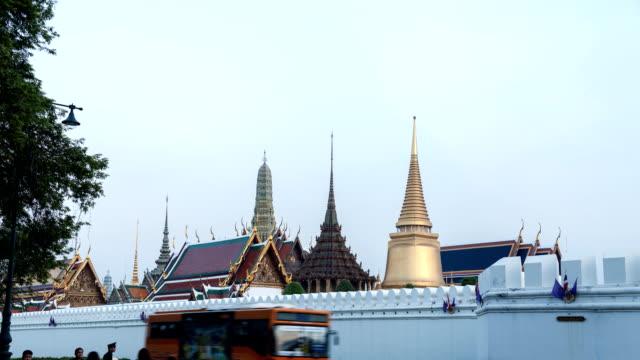 timelapse gün gece tapınak tayland için - stupa stok videoları ve detay görüntü çekimi