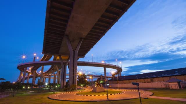 vídeos de stock e filmes b-roll de 4k timelapse day to night:bhumibol bridge - dia de reis