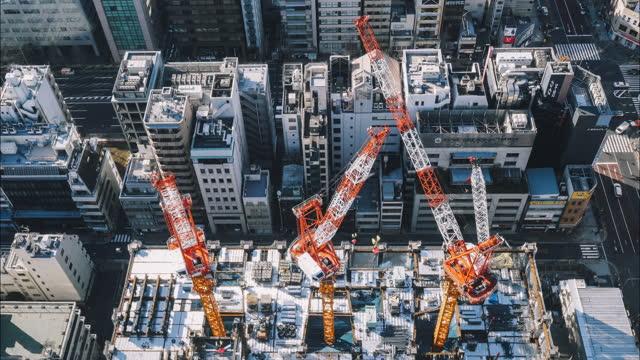市の建物の建設現場の頂上のタイムラプス映像 - クレーン点の映像素材/bロール