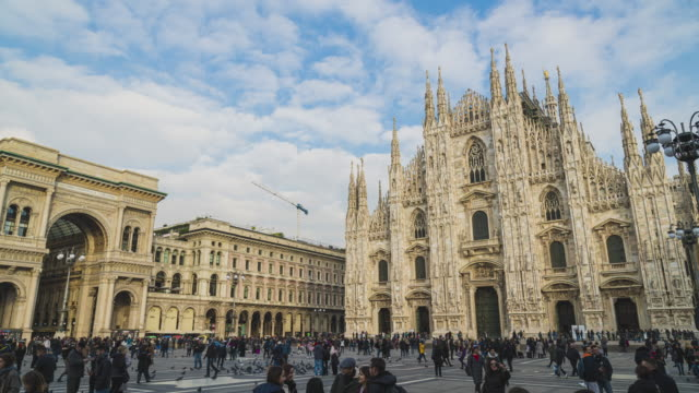 timelapse footage of duomo and piazza del duomo in milan, italy - lombardia video stock e b–roll