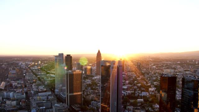 time lapse dal tramonto maintower francoforte - francoforte sul meno video stock e b–roll