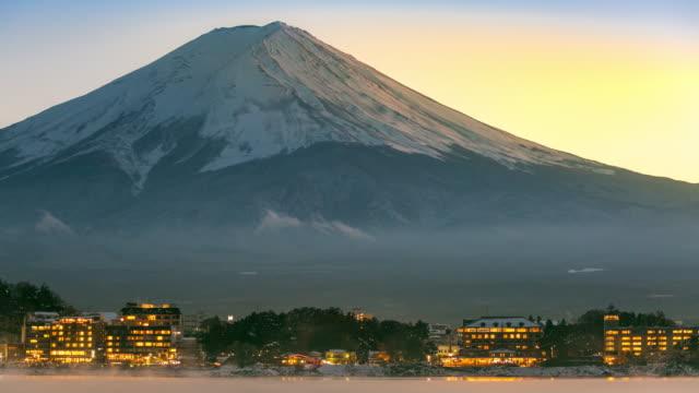 タイムラプス:山梨県川口湖の富士山夕日 - 冬点の映像素材/bロール