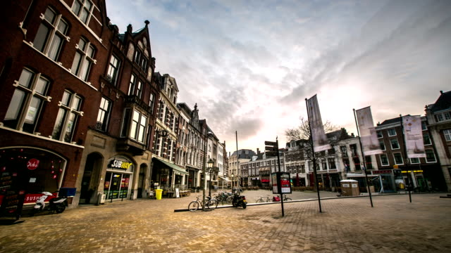 stockvideo's en b-roll-footage met hd time-lapse: downtown haag nacht - den haag