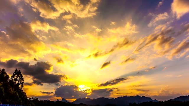 Timelapse Heavenly Sunset. Cheow Lan Lake or Rajjaprabha Dam Reservoir, Thailand video