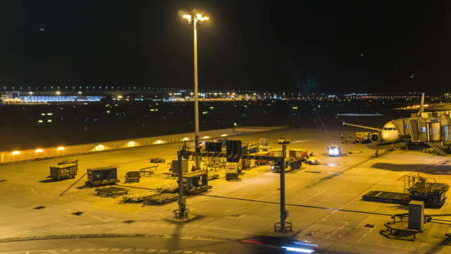 Time-lapse: Hong Kong air port at night shot - vídeo