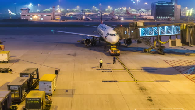 Time-lapse: Hong Kong air port at night - vídeo