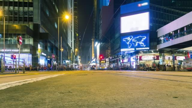 4 K Timelapse: timelapse noche de la ciudad de Hong Kong. Intenso tráfico en la parte delantera en hora punta. - vídeo