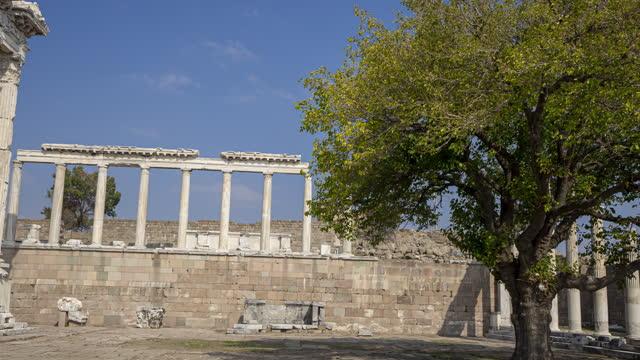 vídeos de stock, filmes e b-roll de timelapse 4k na antiga cidade de pergamon, anatólia, turquia - sounion
