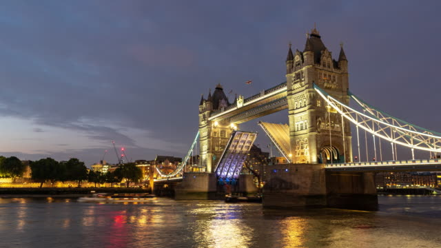 Time-lapse: Lifting of Tower bridge in London England UK Sunset night