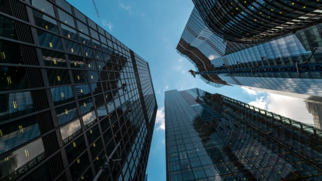 stockvideo's en b-roll-footage met time-lapse: londen cityscape office wolkenkrabber achtergrond - financieel district