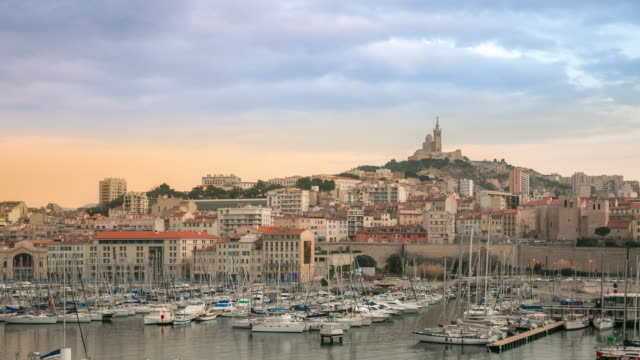 stockvideo's en b-roll-footage met time-lapse: marseille stad met oude vieux port zonsondergang - marseille