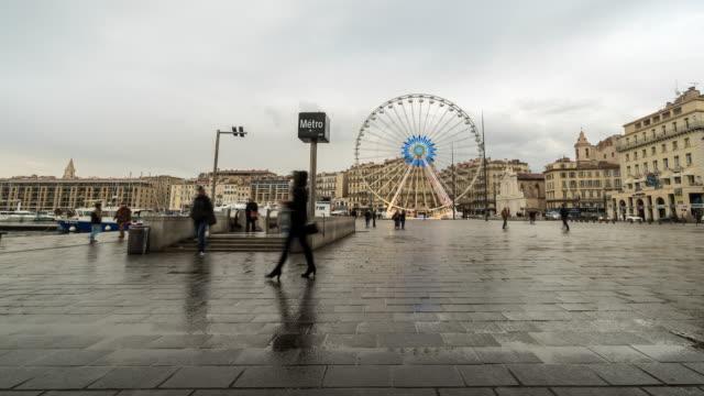 stockvideo's en b-roll-footage met time-lapse: marseille druk op oude vieux port metro station - marseille