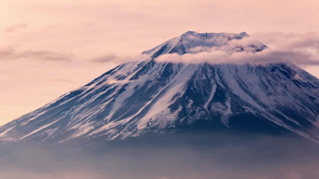 vidéos et rushes de timelapse montagne fuji closeup matinée au lever du soleil, japon - fuji yama