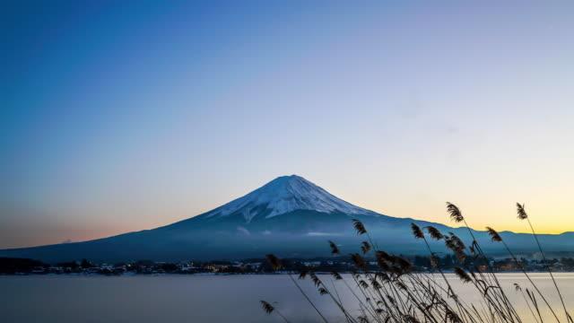 タイムラプス山富士 - 冬点の映像素材/bロール