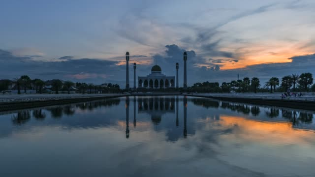 4k timelapse movie sunset scene of central mosque, the biggest muslim mosque in songkhla, thailand - ramadan stock videos and b-roll footage