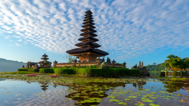 4k timelapse movie with slider scene of pura ulun danu bratan temple, bali, indonesia - bali filmów i materiałów b-roll