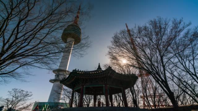 vídeos y material grabado en eventos de stock de timelapse torre n de seúl en la montaña namsan de seúl, corea del sur. - n seoul tower