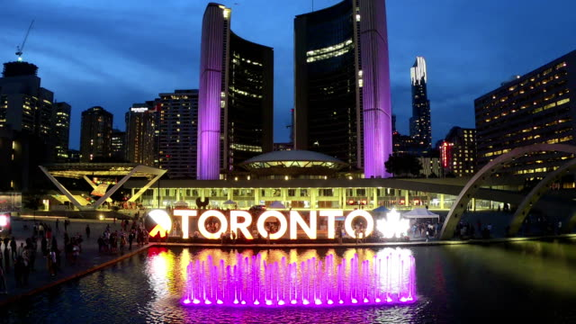 Time-lapse: Nathan Phillips Square and City Hall on Toronto