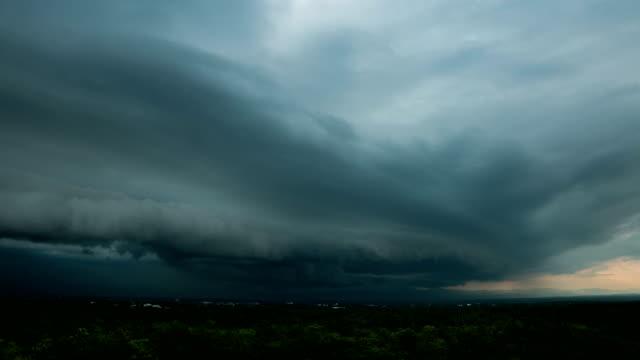 stockvideo's en b-roll-footage met timelapse natuurlijke achtergronden stormy sky - regen zon