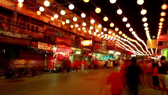time-laps'in hd:  notte folle pedonale in nakronsawan china town - kuala lumpur video stock e b–roll