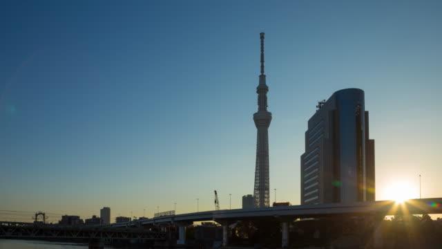 日に 4 k タイムラプス夜: 東京スカイツリー。 - 夜明け点の映像素材/bロール