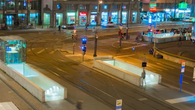 4 k time-lapse: nattliv transport i münchen, tyskland - munich train station bildbanksvideor och videomaterial från bakom kulisserna