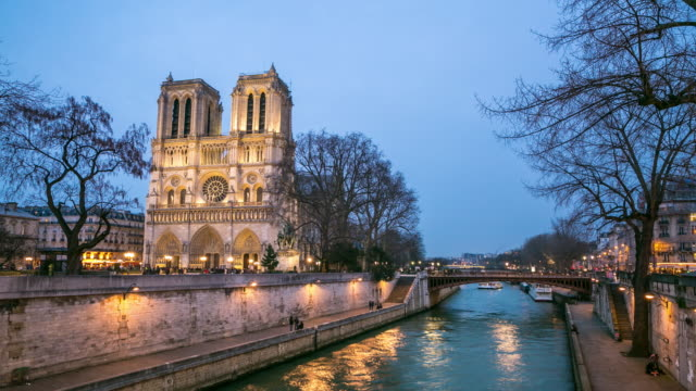 4 K タイムラプス : ノートルダム大聖堂の夕暮れ時に、パリ(フランス) ビデオ
