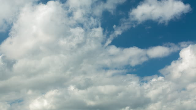 """vídeos de stock, filmes e b-roll de intervalo de tempo de nuvens """" - só céu"""