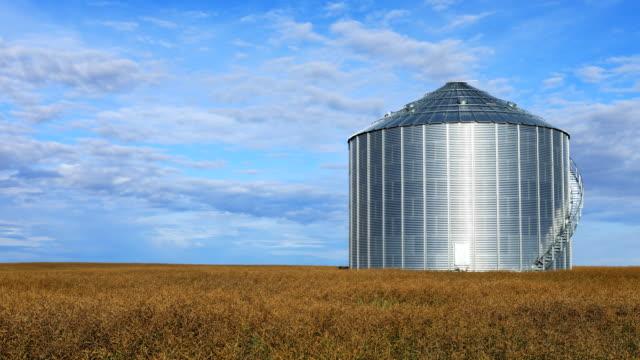 Timelapse van een graan emmer Saskatchewan, Canada video