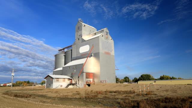 Timelapse van een graan Lift Saskatchewan, Canada video